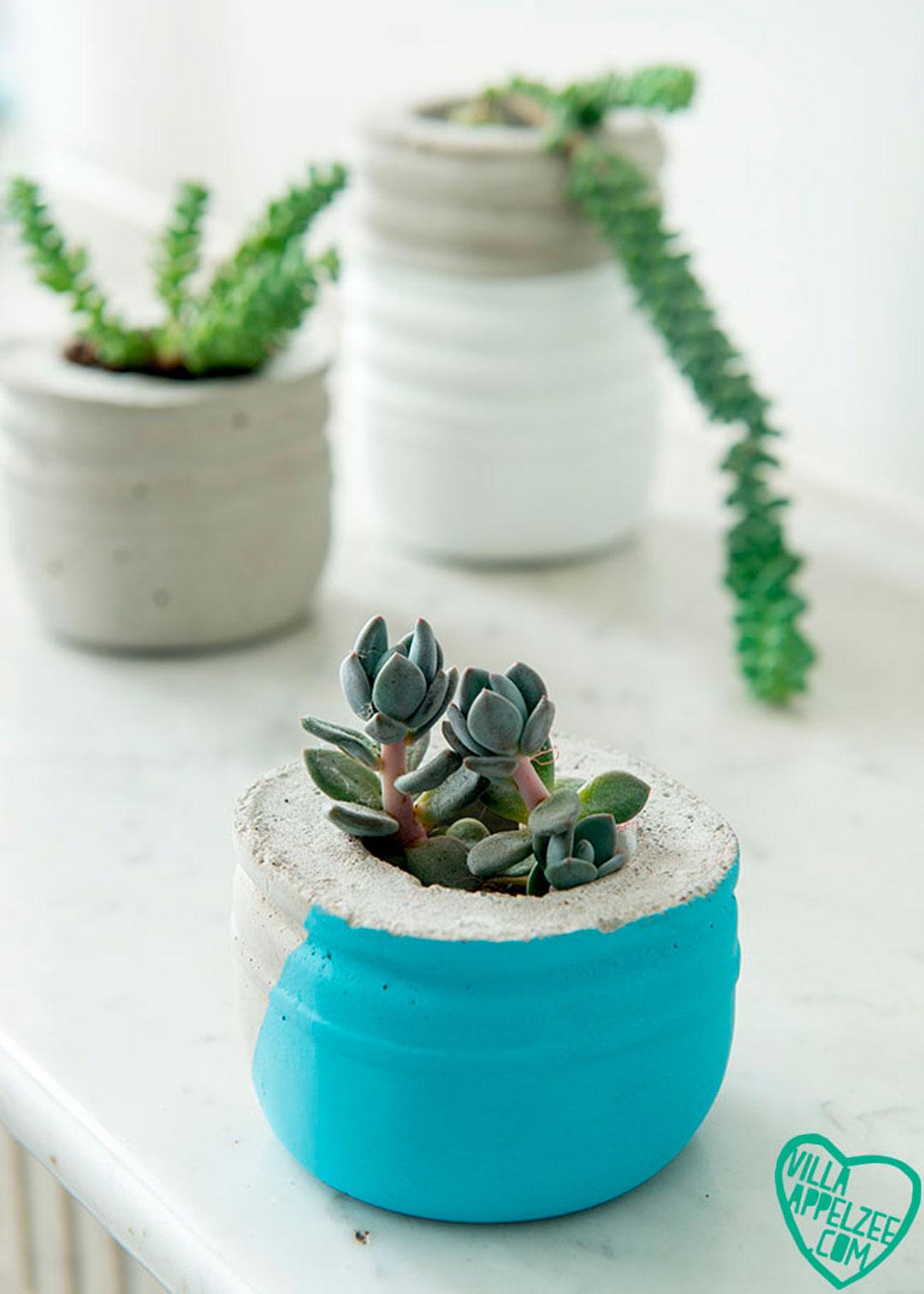 DIY beton potjes met melkflessen