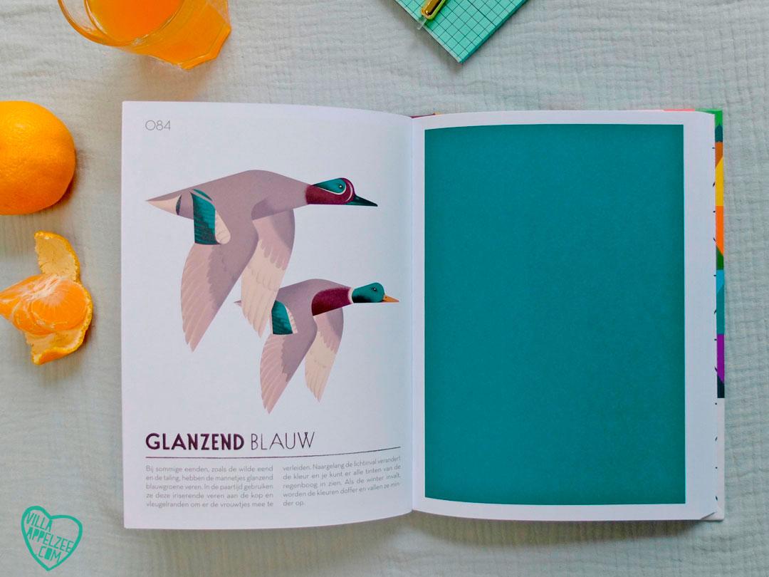 Kleur 'Glanzend blauw' uit boek 'Colorama'.