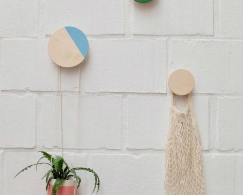 Ronde houten wandknop met kleur