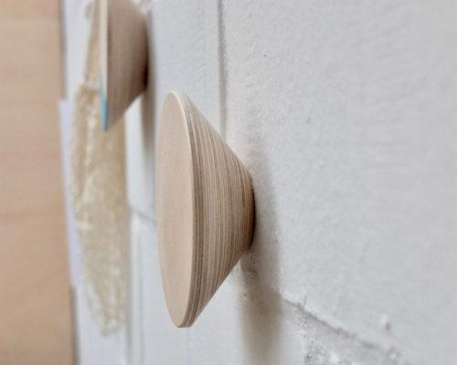 Zij-aanzicht houten wandknop