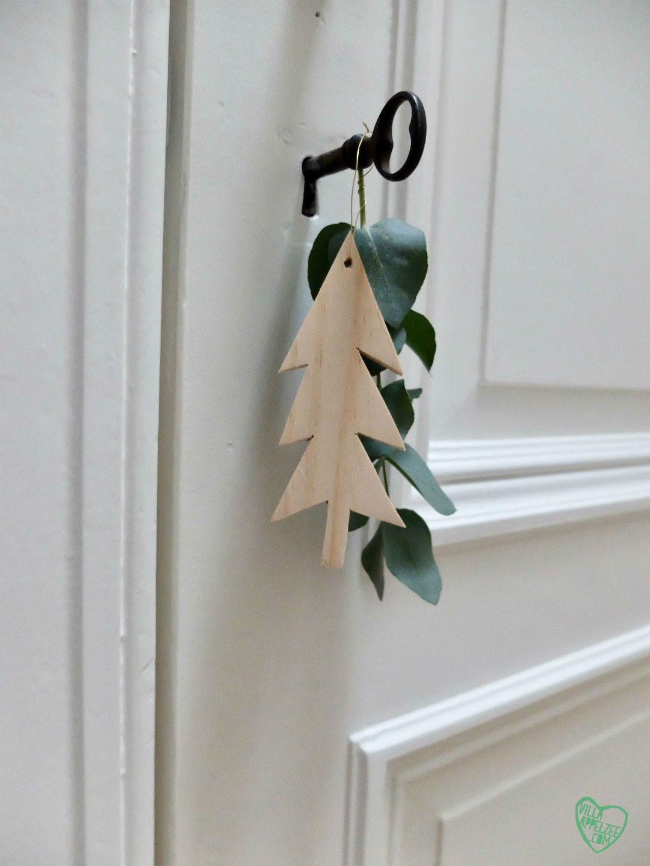 Kerstdecoratie Deurhanger met houten boompje en eucalyptus, 10voortwaalf - Villa Appelzee