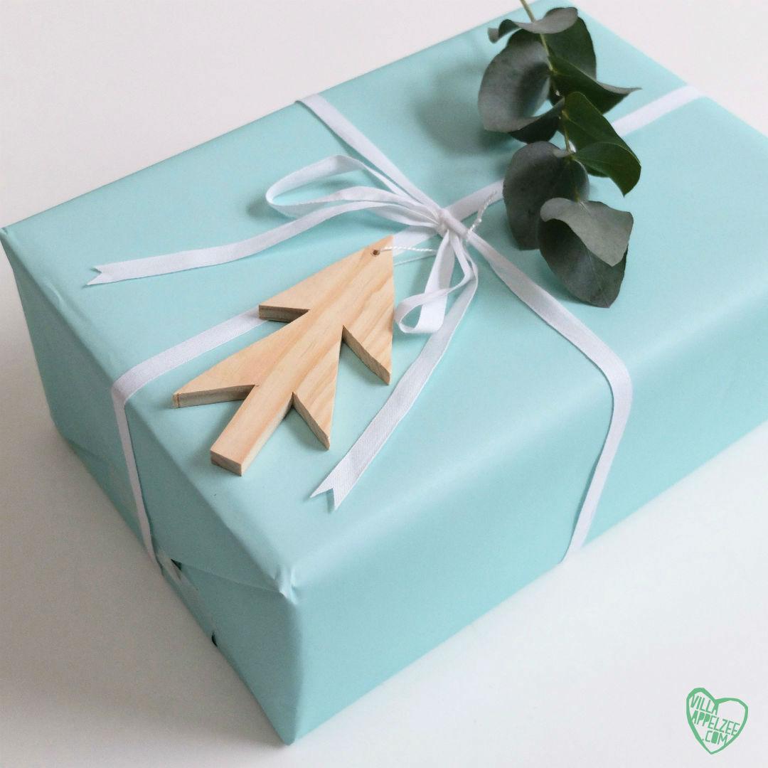Kerstdecoratie Pakje met houten boompje en eucalyptus, 10voortwaalf - Villa Appelzee