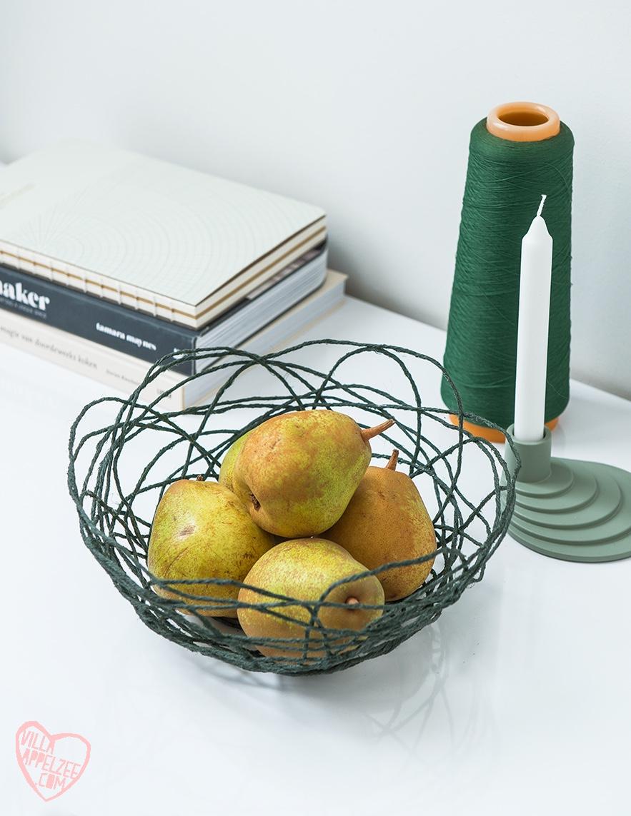 DIY mand in groen touw, gevuld met peren, appelzee.com. Foto: Karel Daems
