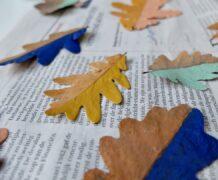 Gedroogde herfstbladeren, geverfd met acrylverf